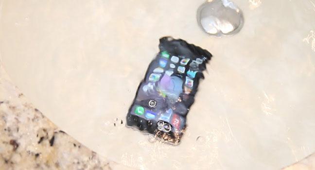 Un iPhone tombé dans l'eau peut être réparé à Nantes.